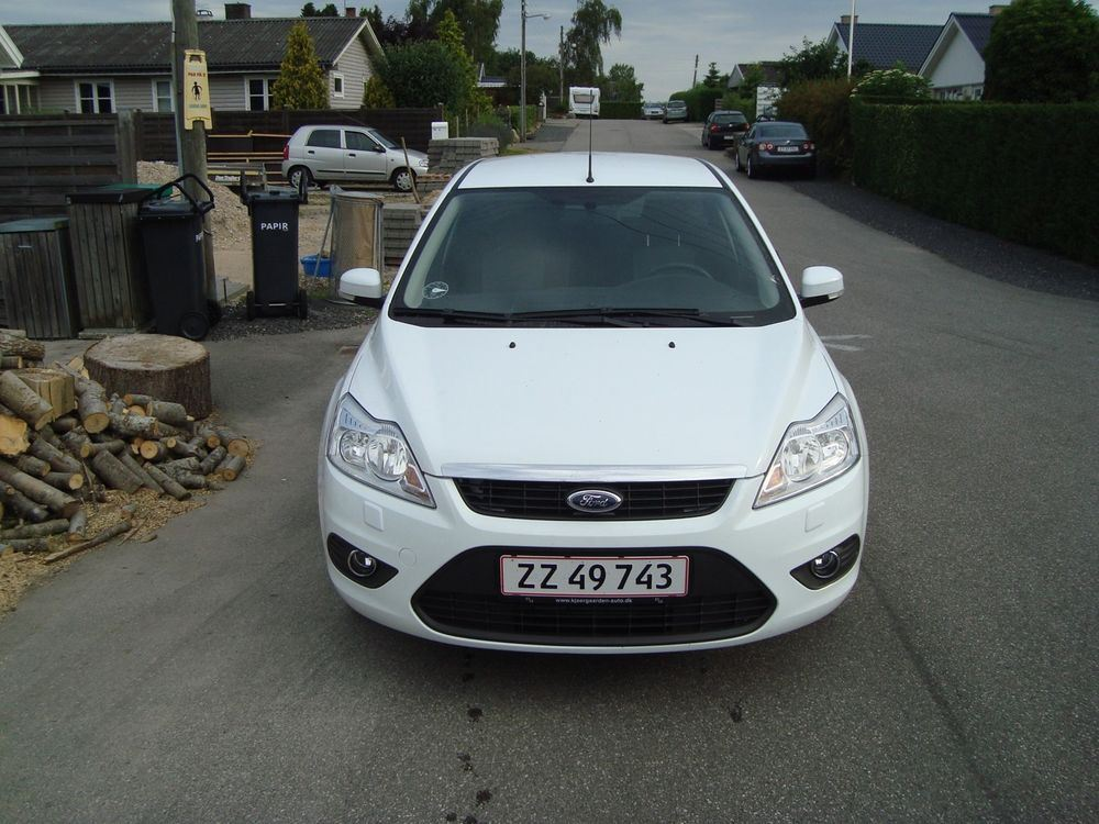 Ford Focus 1.6 1992 photo - 4