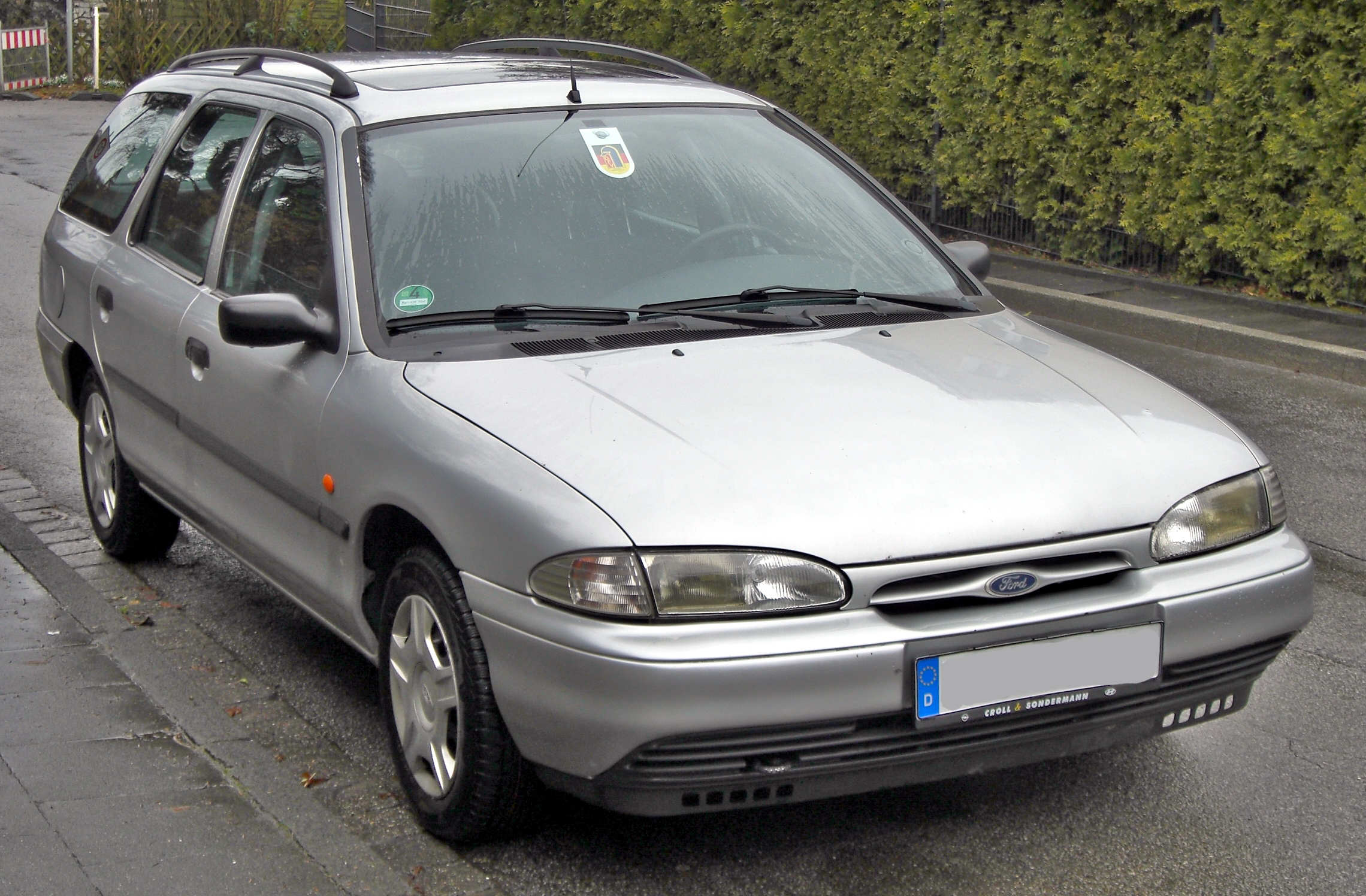 Ford Focus 1.6 1996 photo - 1