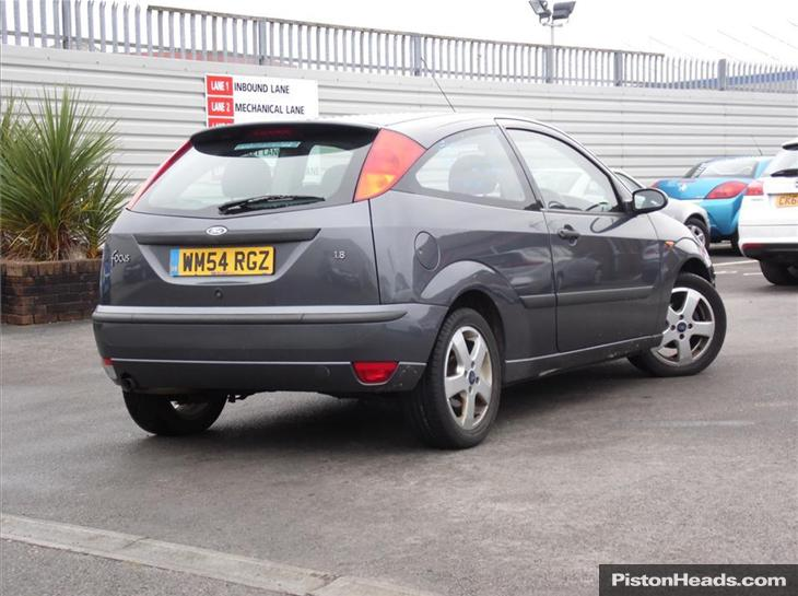 Ford Focus 1.6 1996 photo - 9