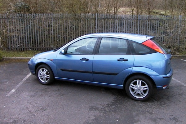 Ford Focus 1.6 1998 photo - 11