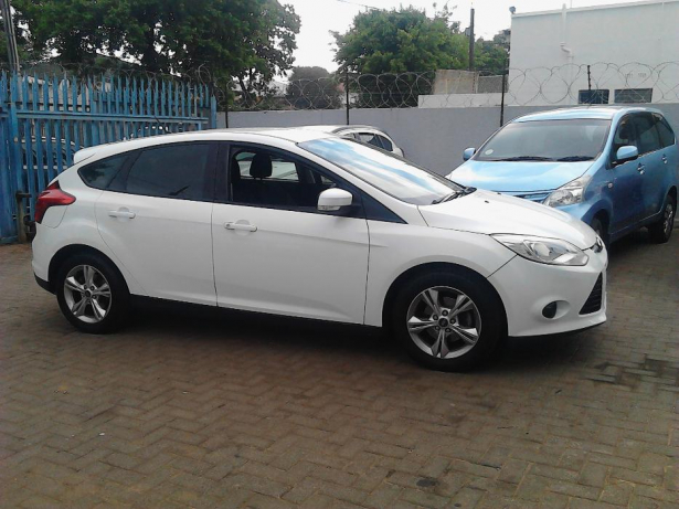 Ford Focus 1.6 2012 photo - 9