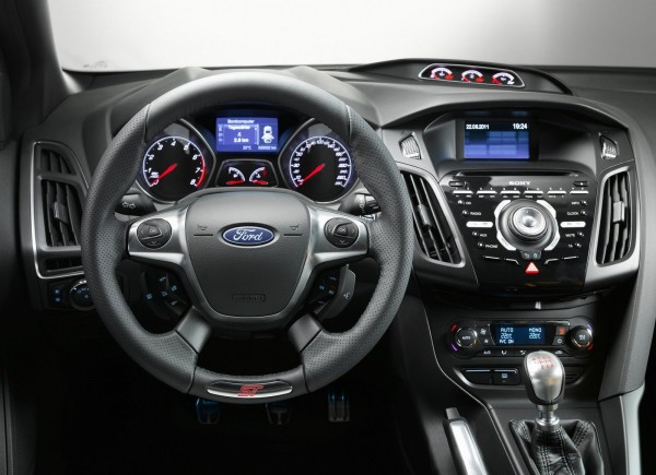 Ford Focus 1.6 2013 photo - 10