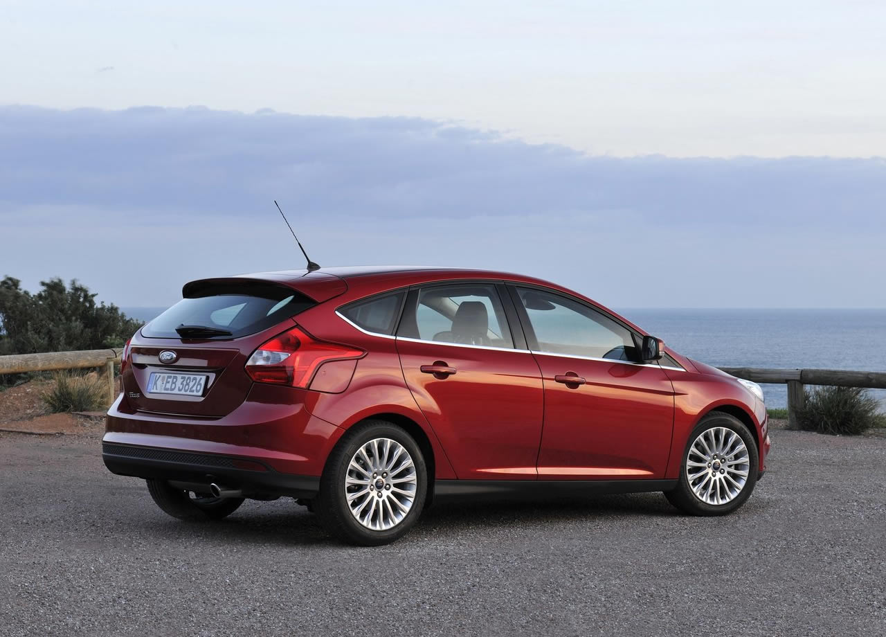 Ford Focus 1.6 2013 photo - 6