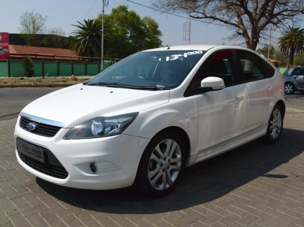 Ford Focus 1.8 2010 photo - 12