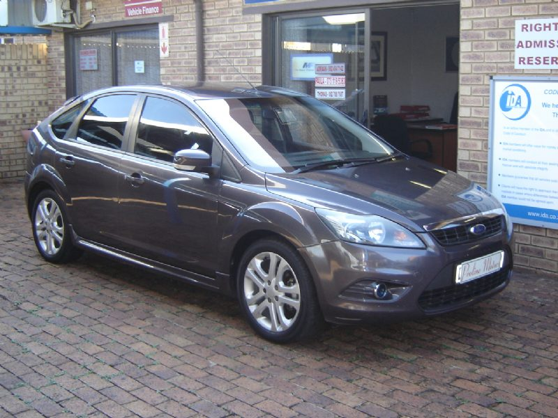 Ford Focus 1.8 2010 photo - 2