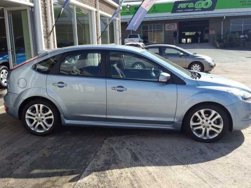 Ford Focus 1.8 2010 photo - 3