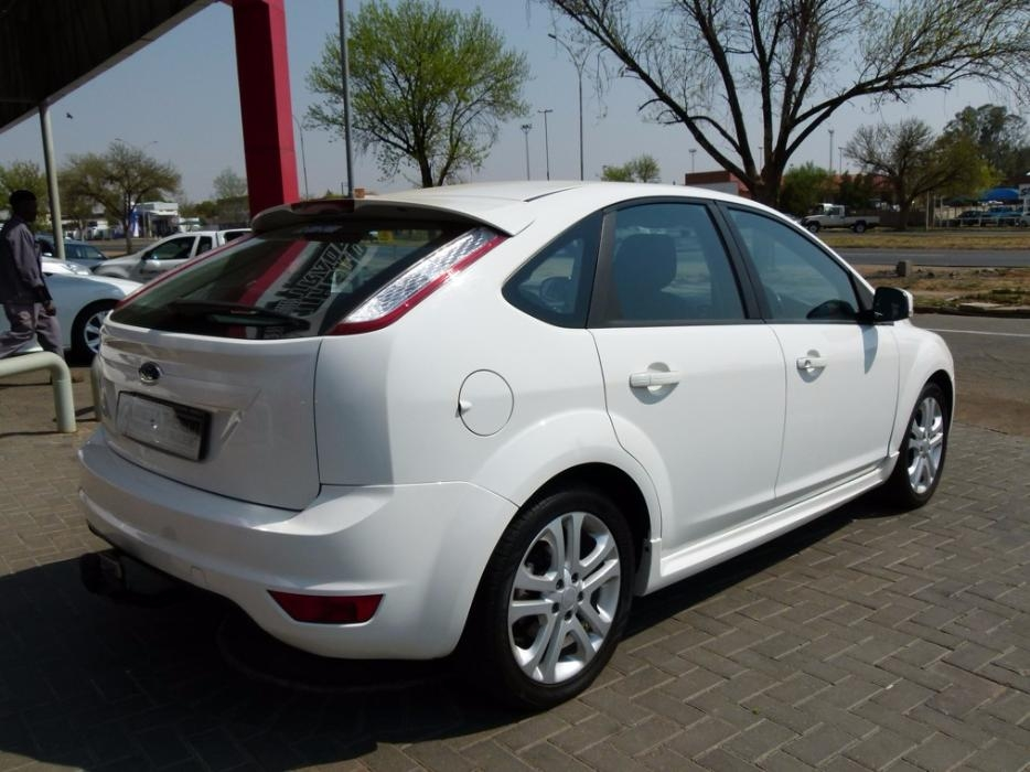 Ford Focus 1.8 2010 photo - 6