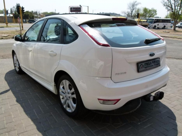 Ford Focus 1.8 2010 photo - 8