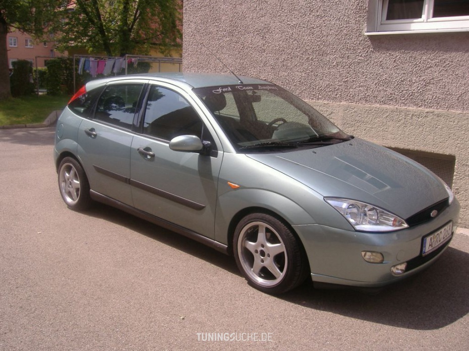 Ford Focus 2.0 1999 photo - 10