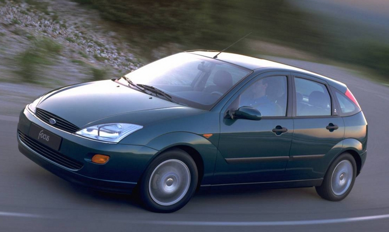 Ford Focus 2.0 1999 photo - 12