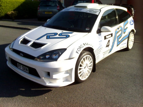 Ford Focus 2.0 1999 photo - 3