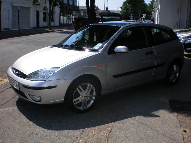 Ford Focus 2.0 2003 photo - 2