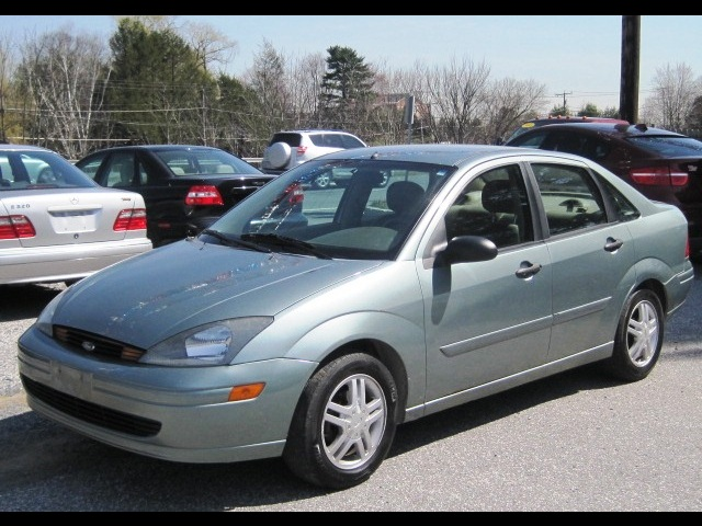 Ford Focus 2.0 2003 photo - 3