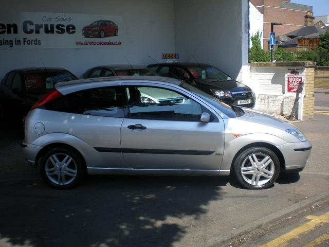 Ford Focus 2.0 2003 photo - 6
