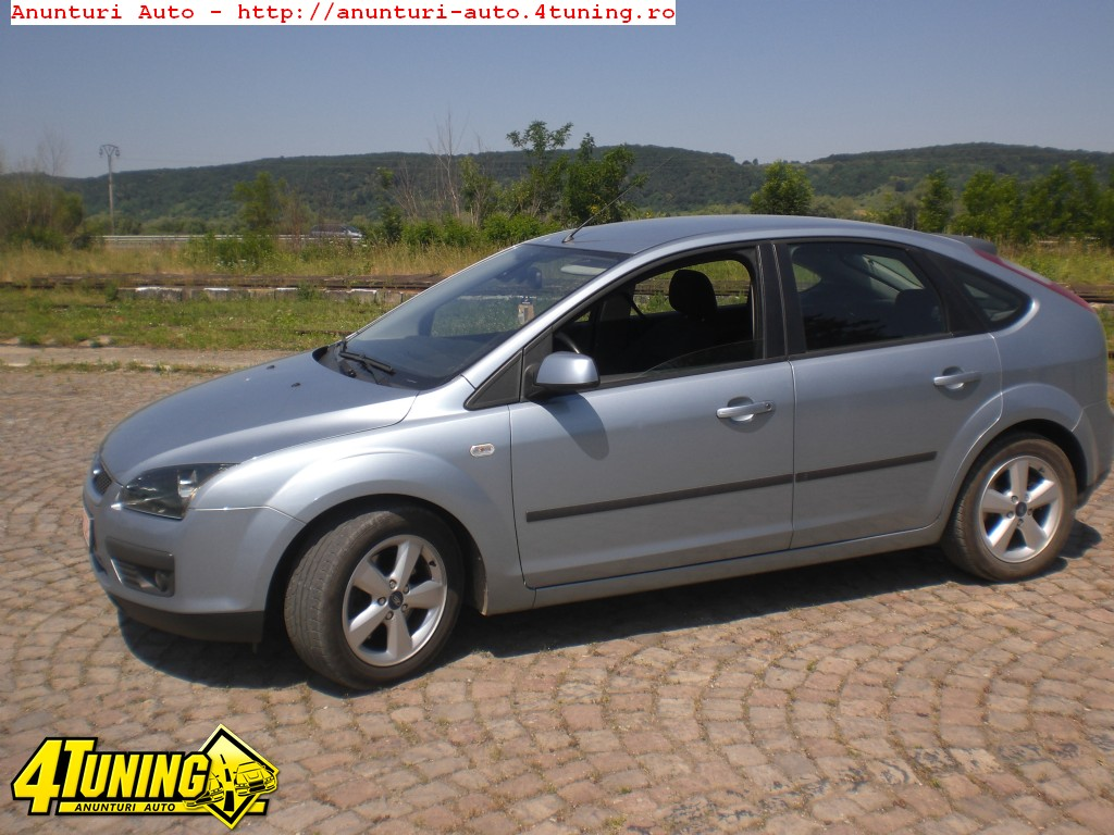 Ford Focus 2.0 2004 photo - 10