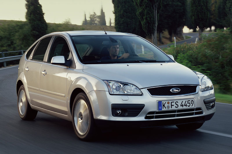 Ford Focus 2.0 2004 photo - 11