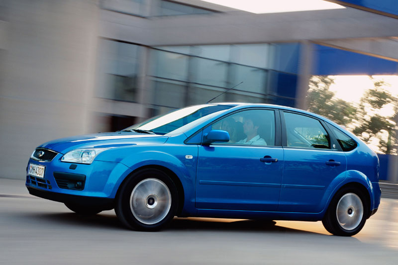 Ford Focus 2.0 2004 photo - 2