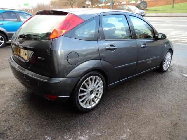 Ford Focus 2.0 2004 photo - 7