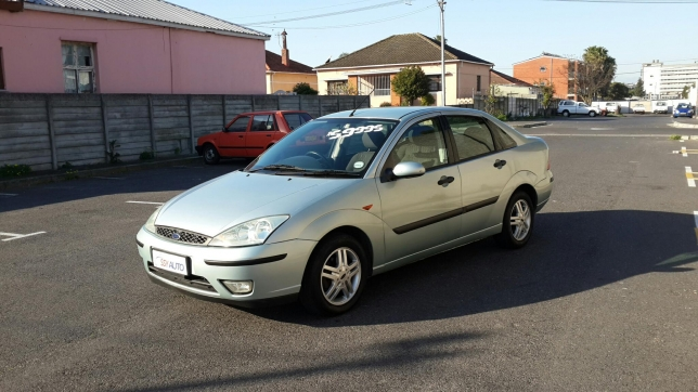 Ford Focus 2.0 2004 photo - 9