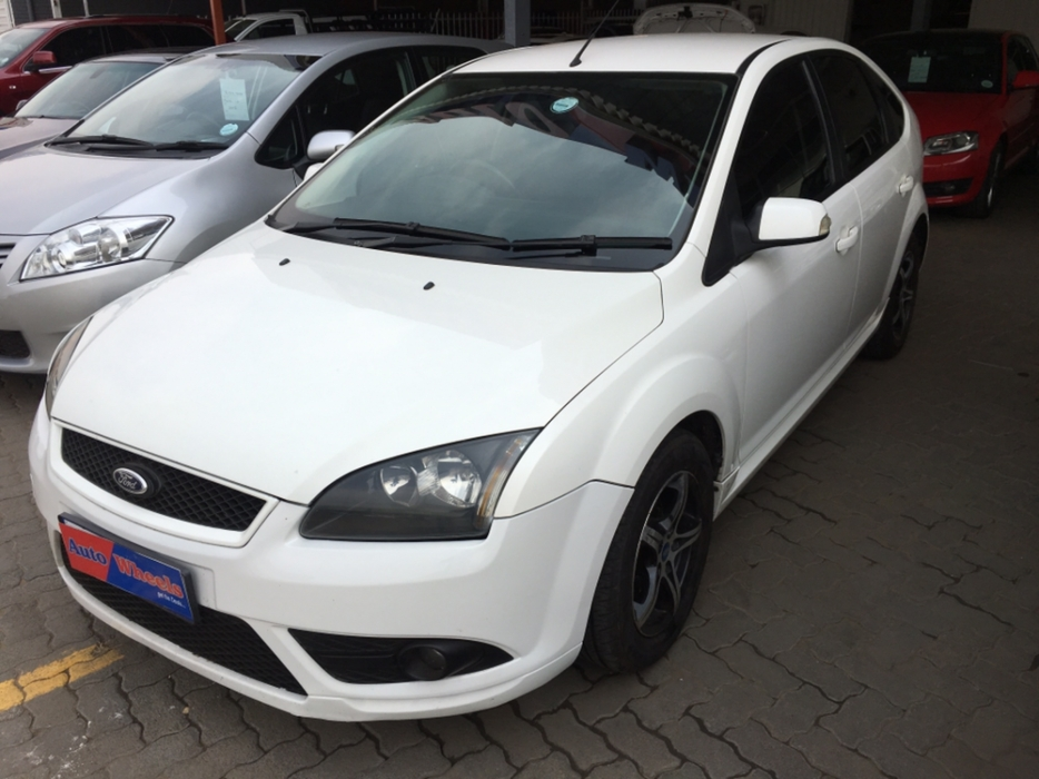 Ford Focus 2.0 2007 photo - 10