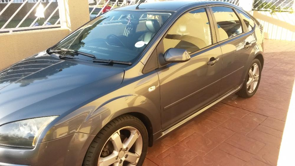 Ford Focus 2.0 2007 photo - 11
