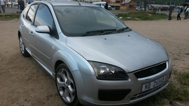 Ford Focus 2.0 2007 photo - 12