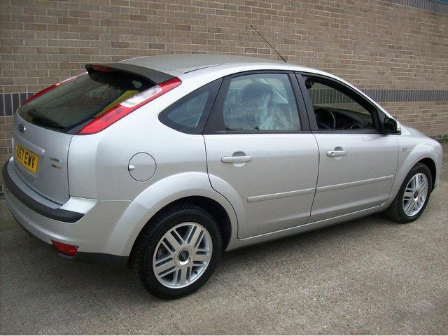 Ford Focus 2.0 2007 photo - 2