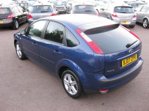 Ford Focus 2.0 2007 photo - 9
