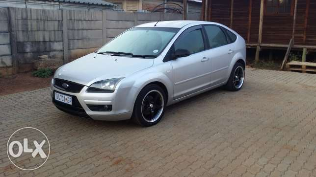 Ford Focus 2.0 2008 photo - 10