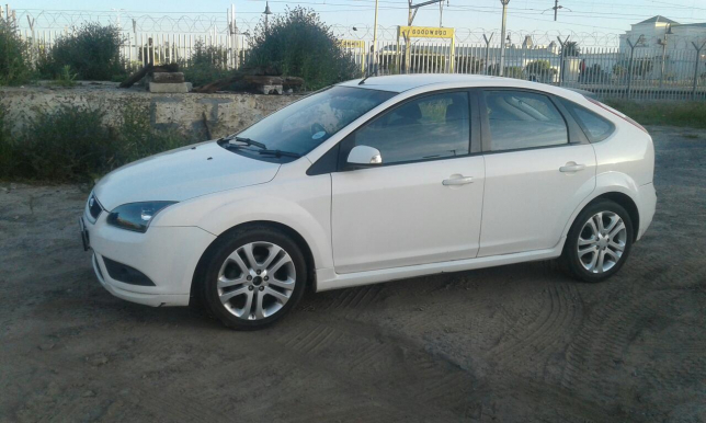 Ford Focus 2.0 2008 photo - 6