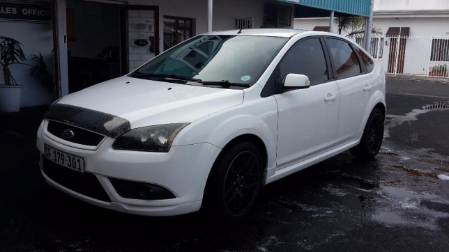 Ford Focus 2.0 2008 photo - 8