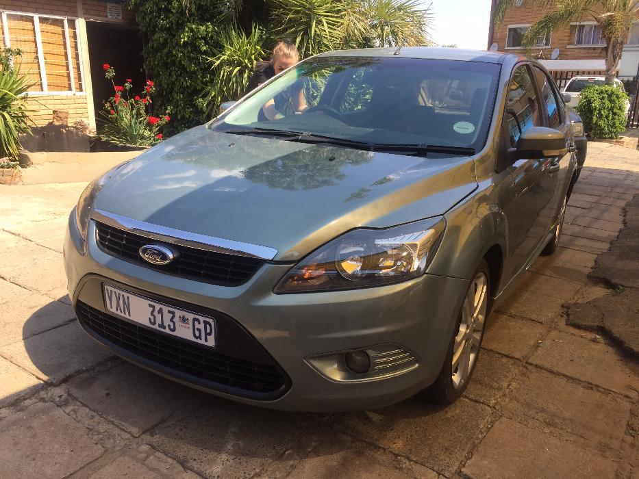 Ford Focus 2.0 2010 photo - 10