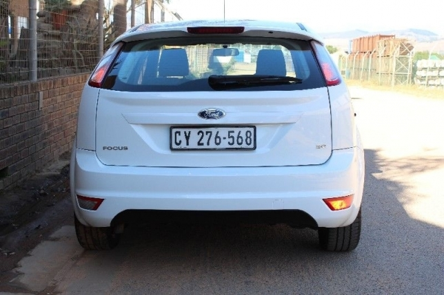 Ford Focus 2.0 2010 photo - 5