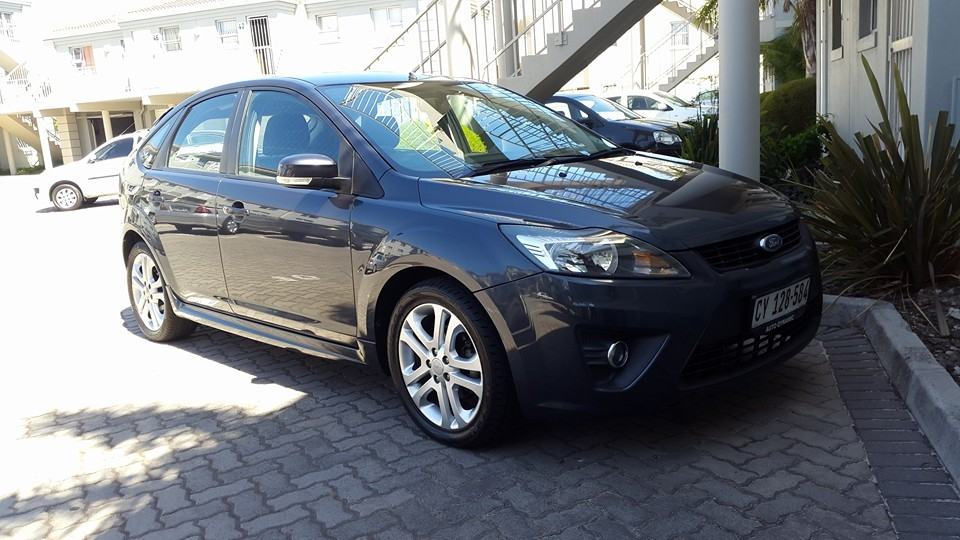 Ford Focus 2.0 2010 photo - 6