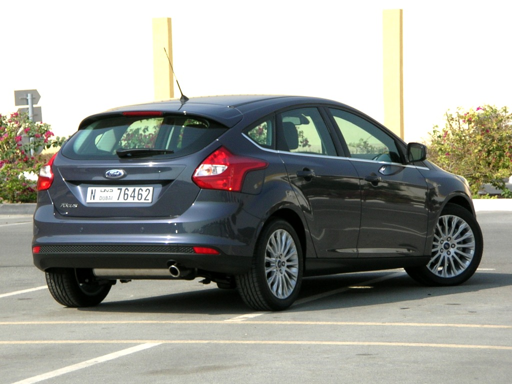 Ford Focus 2.0 2012 photo - 11
