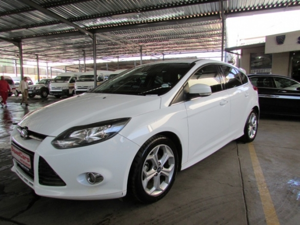 Ford Focus 2.0 2012 photo - 2