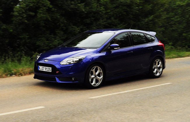 Ford Focus 2.0 2012 photo - 8