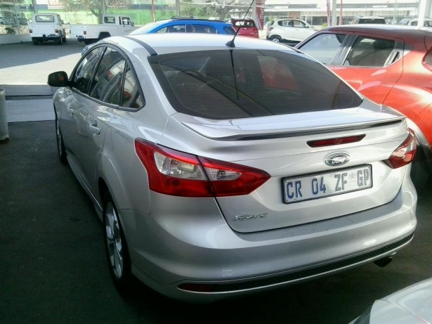 Ford Focus 2.0 2013 photo - 10