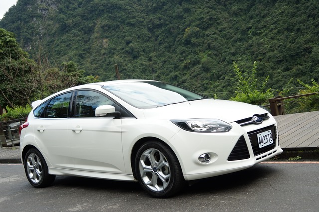 Ford Focus 2.0 2013 photo - 12