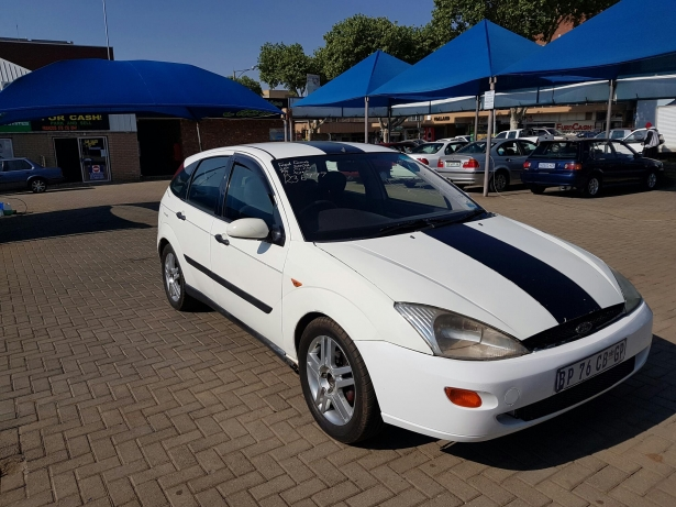 Ford Focus 2.0i 2002 photo - 1