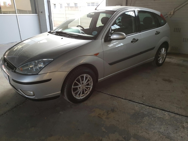 Ford Focus 2.0i 2002 photo - 2