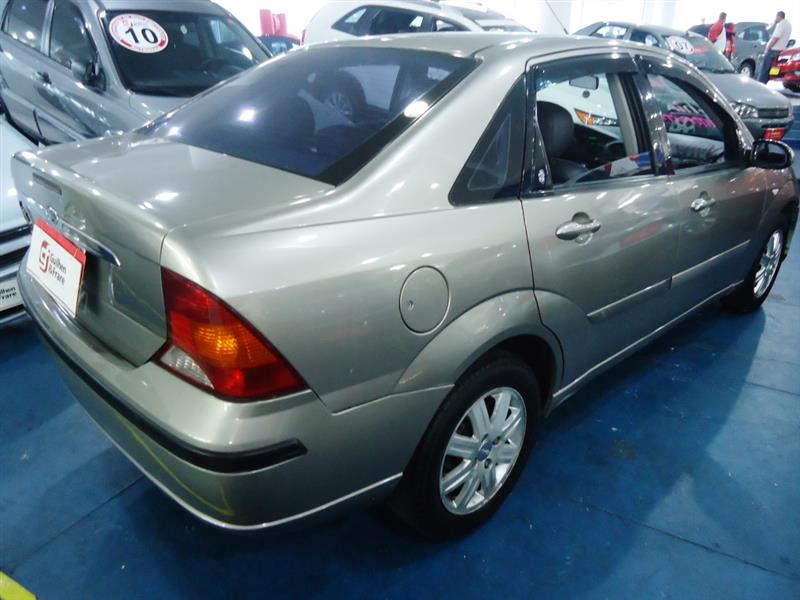 Ford Focus 2.0i 2003 photo - 10