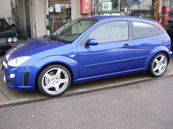 Ford Focus 2.0i 2003 photo - 3