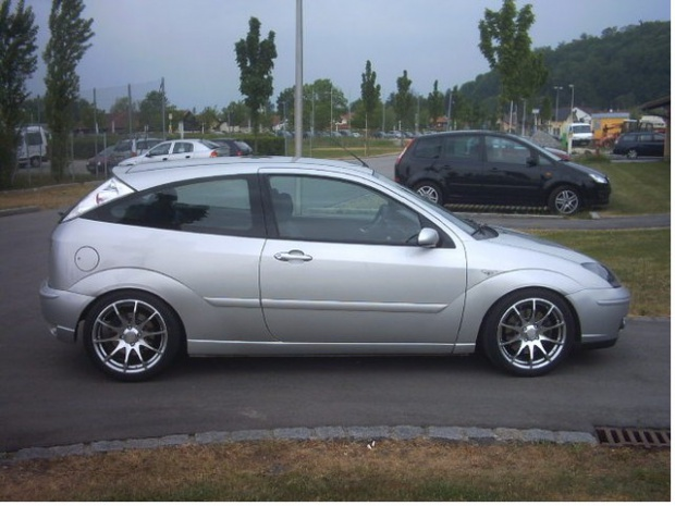 Ford Focus 2.0i 2003 photo - 4