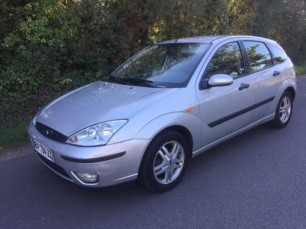 Ford Focus 2.0i 2003 photo - 9