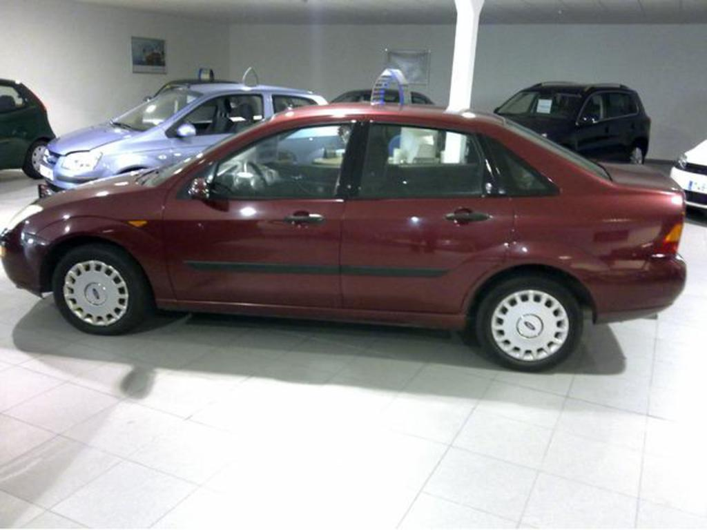 Ford Focus 2.0i 2004 photo - 8
