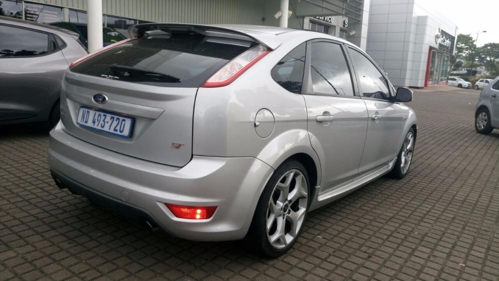 Ford Focus 2.5 2011 photo - 11