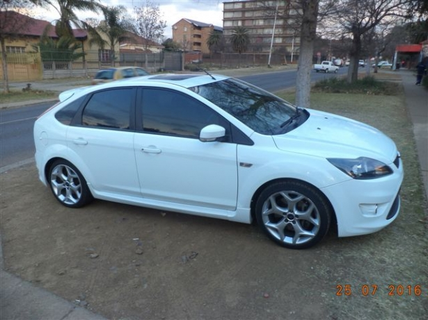 Ford Focus 2.5 2011 photo - 7