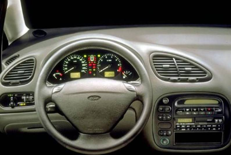 Ford Galaxy 1.9 1999 photo - 11