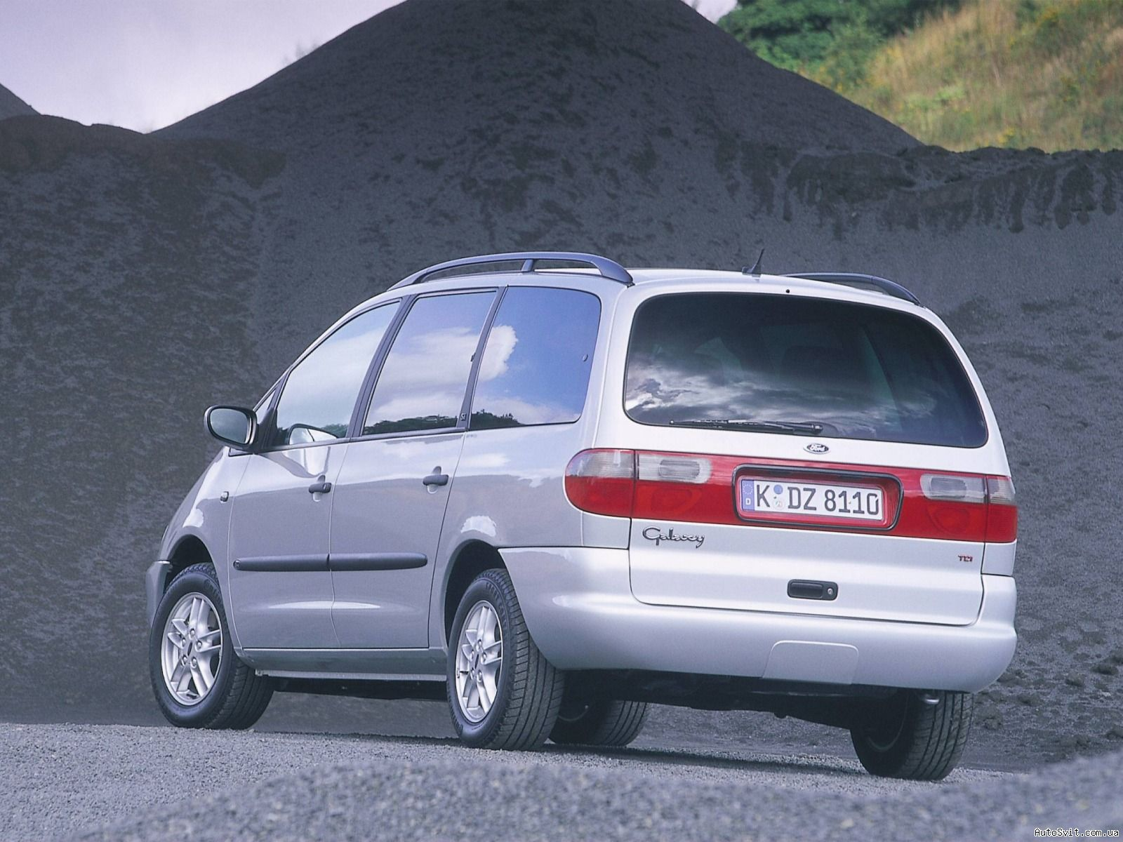 Ford Galaxy 2.0 1995 photo - 4